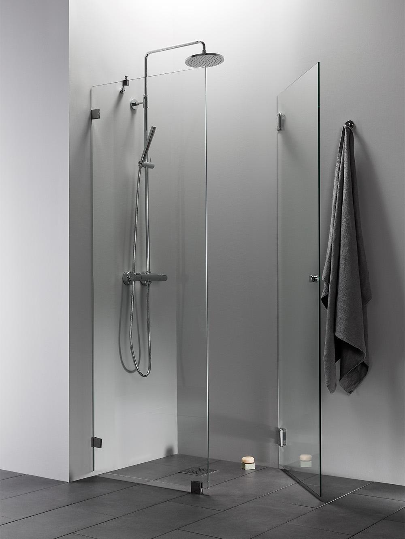 Suihkukulma kirkkaalla lasilla ja kromisilla heloilla | Elegance 14 malli
