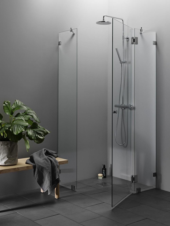Elegance suihkukalustesarjan suihkukulma kirkkaalla lasilla